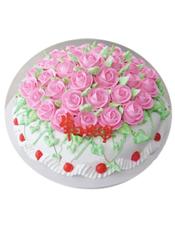 圆形鲜奶蛋糕,粉色奶油花铺面。