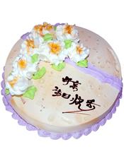 """圆形鲜奶蛋糕,鲜奶玫瑰花装饰,写有""""母亲生日快乐""""字样"""