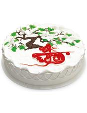 """圆形鲜奶蛋糕,不老松、仙鹤花样装饰,红色果酱写有""""寿""""字样"""