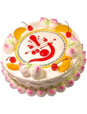 """圆形鲜奶蛋糕,鲜奶寿桃围边,时令水果装饰,红色果酱写有""""寿""""字样"""