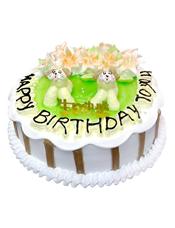圆形卡通鲜奶蛋糕,绿色果酱,中间做两只小狗,奶油花,巧克力片装饰