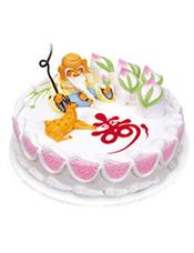 圆形鲜奶蛋糕,一位寿星旁边陪伴着一只仙鹿,五个蟠桃,蛋糕上写一个大红色的寿字