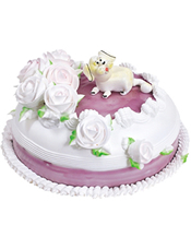 圆形鲜奶蛋糕,彩色奶油花围边,一只生肖狗端坐花丛中