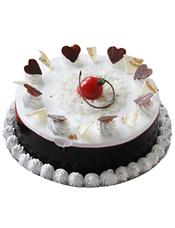 圆形鲜奶蛋糕,巧克力围边,白色奶油花、心形巧克力片、圣女果装饰
