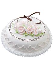 圆形鲜奶蛋糕,淡粉色奶油花、巧克力片装饰