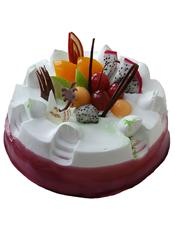 圆形鲜奶水果蛋糕,深红色果酱围边,时令水果、巧克力片装饰