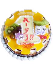 """圆形卡通鲜奶蛋糕,黄色果酱,卡通小熊、时令水果装饰,鲜奶写有""""我1岁了""""字样"""