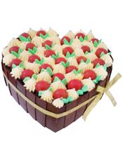 心形鲜奶水果蛋糕,外用巧克力片包裹,上层圣女果装饰(属于季节性水果,缺货用其他水果代替)