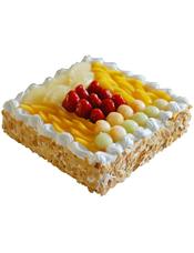 方形鲜奶水果蛋糕,时令水果装饰,外层果仁碎屑围边