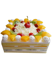 方形鲜奶水果蛋糕,时令水果装饰,中间撒有巧克力屑