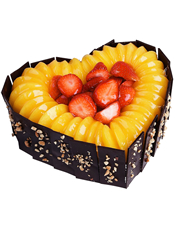 心形水果澳门金沙APP,黑色巧克力围边,时令水果装饰