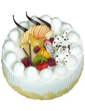 圆形水果蛋糕,时令水果装饰,一只奶油小动物