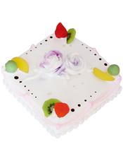 方形鲜奶水果蛋糕,时令新鲜水果,淡紫色奶油玫瑰花