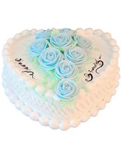 鲜奶蛋糕,奶油玫瑰点缀蛋糕中间