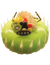 圆形水果蛋糕,绿色果浆,时令水果,巧克力插片。