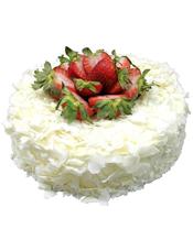 圆形鲜奶白巧克力蛋糕,草莓点缀(由于季节性原因,会用其他水果代替)