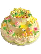 三层圆形鲜奶蛋糕,各色奶油花装饰,底层一对可爱艺术小人装饰。