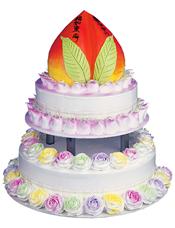 寿桃加两层蛋糕,最上层做成蟠桃,彩色奶油花围边。