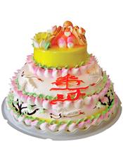 三层鲜奶蛋糕,周围小寿桃围边,正面一个大寿字,上层端坐一位老寿星