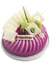 圆形鲜奶水果蛋糕,时令水果,紫色果浆,白色巧克力插片