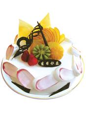 圆形鲜奶水果蛋糕,时令水果,巧克力拉丝装饰