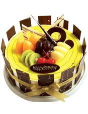 鲜奶水果蛋糕,黄绿色果浆铺面,时令水果,巧克力片装饰,巧克力片围边。