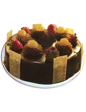 圆形巧克力水果蛋糕,时令水果装饰。