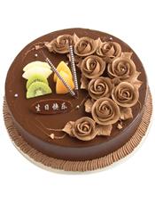 圆形巧克力蛋糕,巧克力色奶油花装饰,水果片点缀