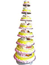 八层鲜奶水果蛋糕,时令水果装饰。
