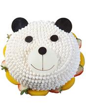 可爱小熊形状奶油蛋糕,底层铺有水果