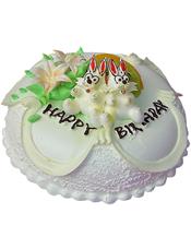 圆形奶油蛋糕,新鲜时令水果装饰,2朵奶油花,2只可爱兔子。