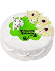 圆形奶油蛋糕。三朵奶油花,一只小白兔装饰。