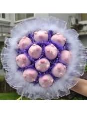 11只紫猪蕾丝小毛装饰卡通花束