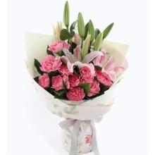 粉色康乃馨11枝,粉色多头香水百合2枝,栀子叶10枝