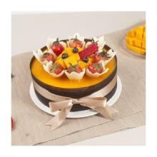浓郁芒果酱,包覆着香浓的巧克力戚风蛋糕和芒果味奶酪慕斯,搭配新鲜水果,甜蜜你的心情.
