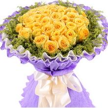 33支黄玫瑰,外围黄莺围绕装饰