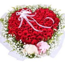 99枝紅玫瑰,滿天星、黃鶯外圍,2個情侶小熊