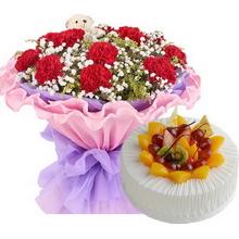 11枝红色康乃馨,满天星、黄莺间插,1个小熊;圆形水果蛋糕