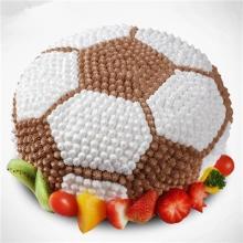 足球造型的鲜奶蛋糕图片