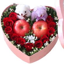 11支精品红玫瑰,搭配2个平安果(苹果),2个可爱公仔,外围配花装饰点缀