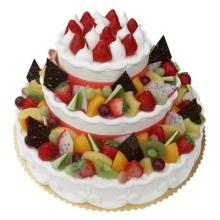 三层圆形水果蛋糕图片