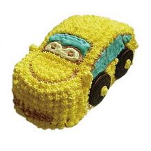 卡通汽车形状鲜奶蛋糕图片