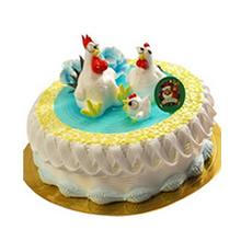 圆形生肖水果蛋糕,果酱铺面,鲜奶裱花装饰,鲜奶丝外围,生肖鸡造型搭配