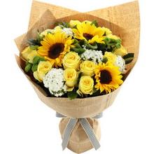 向日葵3枝、香槟玫瑰19枝、白色石竹梅5枝、绿色小雏菊2枝、栀子叶5枝