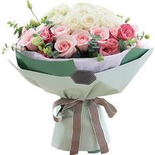各色玫瑰共36枝:白玫瑰22枝,粉佳人粉玫瑰14枝;粉色桔梗5枝,尤加利0.5扎