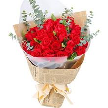 33支紅玫瑰,搭配適量尤加利葉、梔子葉