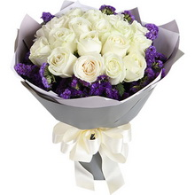 雪山白玫瑰19枝,紫色勿忘我围绕