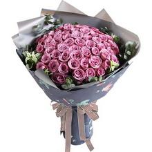 紫玫瑰66枝,搭配适量叶上花、尤加利
