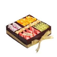 方形水果蛋糕,各种时令水果铺面,如图造型,巧克力围边