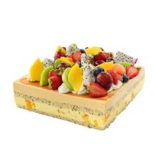方形芒果慕斯蛋糕,各种时令水果铺面